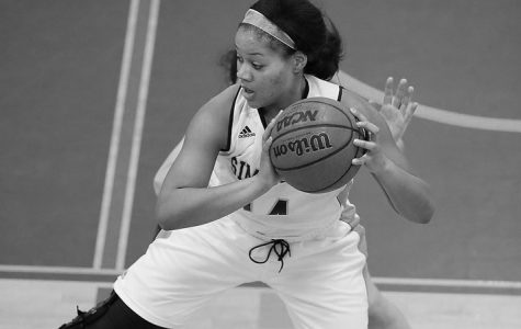 Basketball falls in season opener at RPI, 80-40