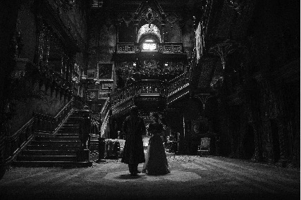 'Crimson Peak' graces theaters with dark, elegant imagery