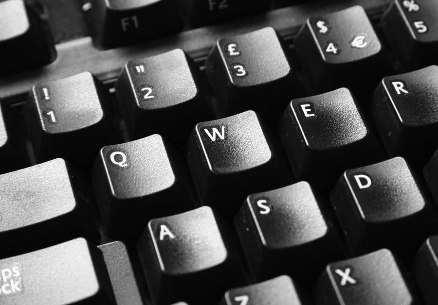 Black and white photo of a QWERTY keyboard