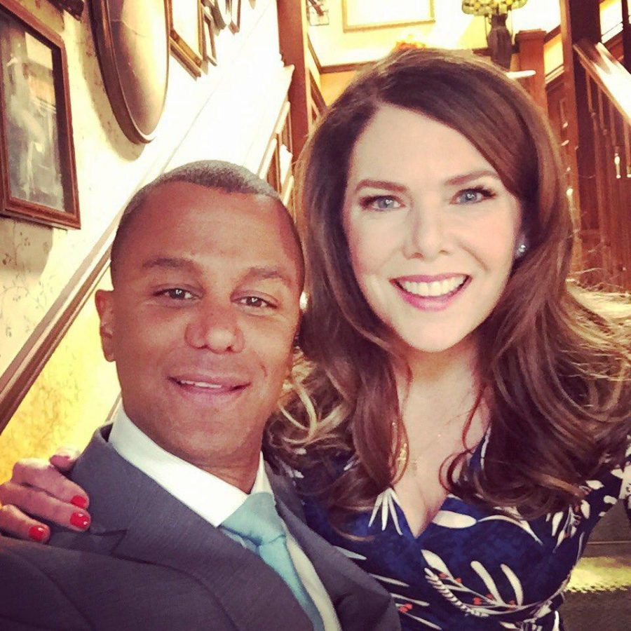 Michel and Lorelai of Gilmore Girls, reunited on set