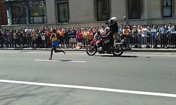 The+top+female+runner%2C+Atsede+Baysa%2C+finished+with+a+time+of++2%3A29%3A19%E2%80%94a+pace+of+5%3A42+minutes+per+mile.+Photo%3A+Siobhan+Kenneally+